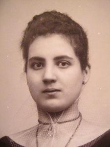 Portraitfoto einer jungen Mallorquinerin