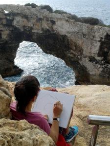 Malschülerin skizziert den Pontas