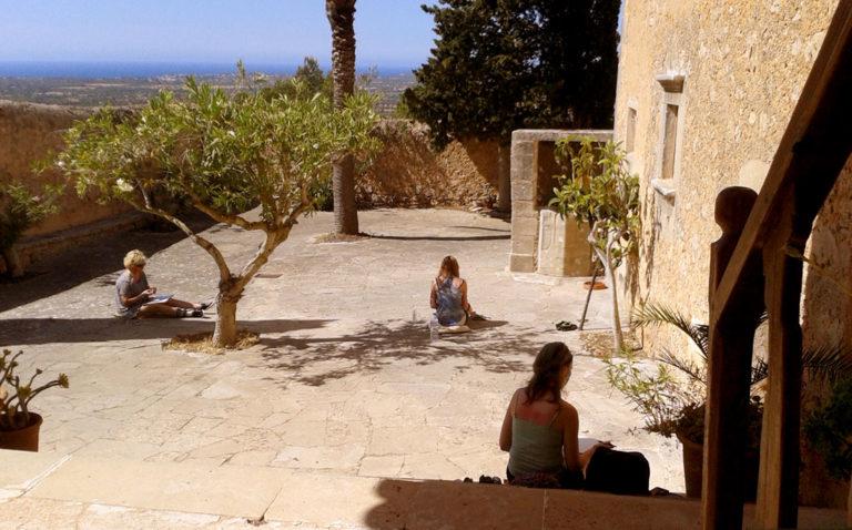 Malkurs im Klosterhof vom »Santuari de la Consolació«, Mallorca
