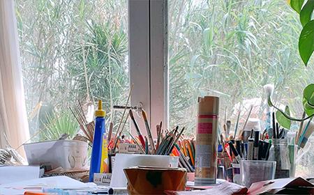 Der Ateliertisch von Eva Maria Rapp auf Ses Tanques, Mallorca